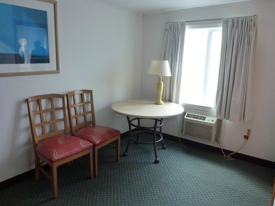 Americas Best Value Inn & Suites / Hyannis: Habitación