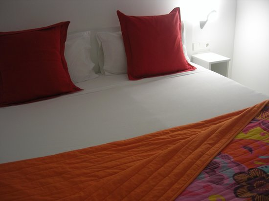 Live & Dream: big&comy bed