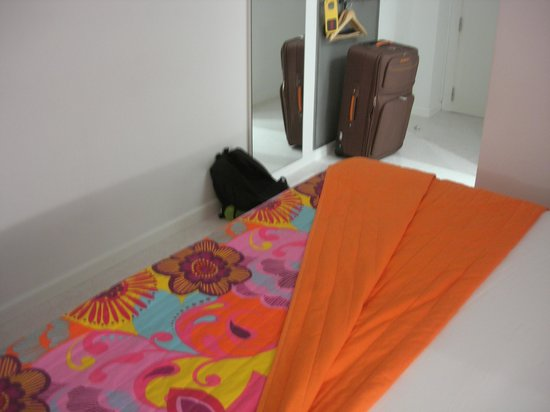 Live & Dream: compact room
