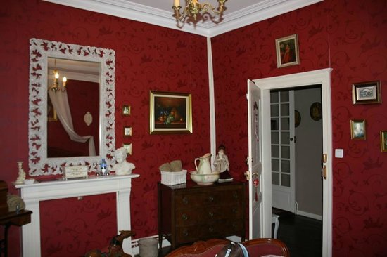 Le Clos Chateldon : Red room