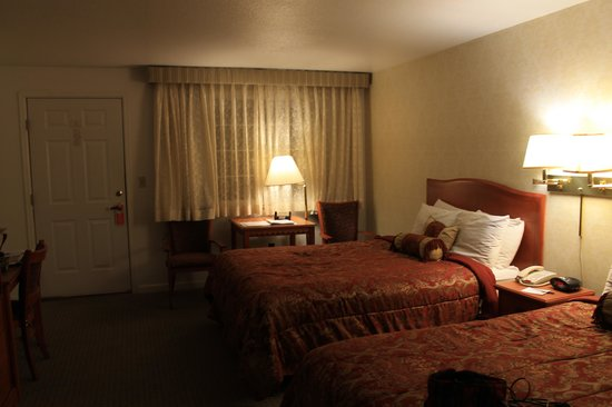 Ouray Chalet Inn: Spacious but cosy room