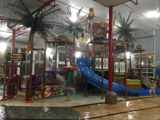 Hamilton Inn Select - Beachfront: Waterpark Fun!