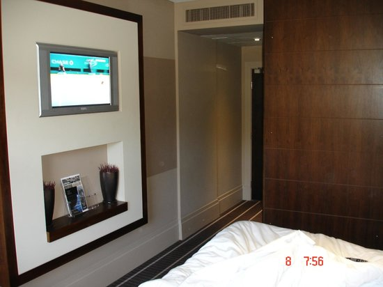 Mour Hotel: Our room