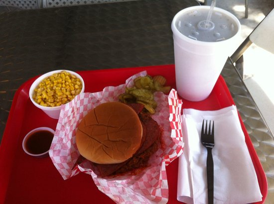 Donn's Bar-B-Que: Combo sandwich (sausage and chopped beef), side of corn and large soda