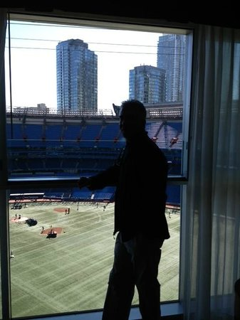 Toronto Marriott City Centre Hotel: View of Blue Jays field from our room with dome open