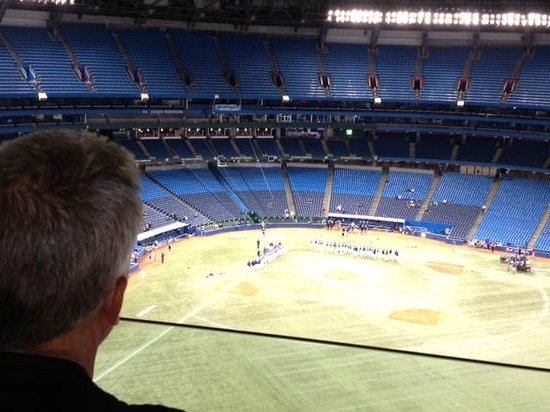 Toronto Marriott City Centre Hotel: View from room with dome closed. Minor league tournament
