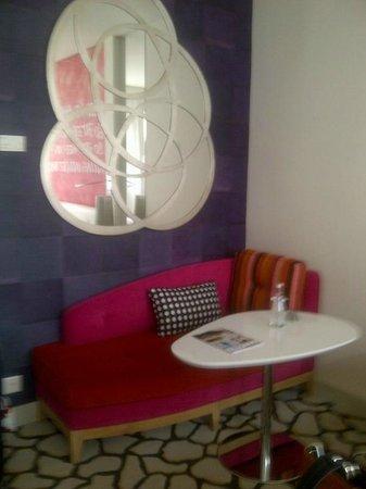 Hotel N'vY: sitting area
