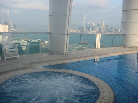 Metropark Hotel Causeway Bay Hong Kong: Swimming pool on the roof