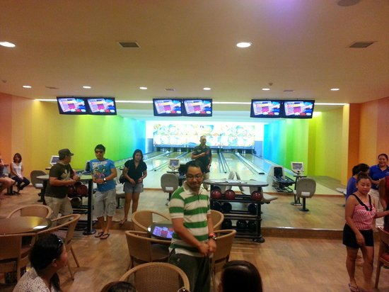 Pico Sands Hotel: Bowling Area