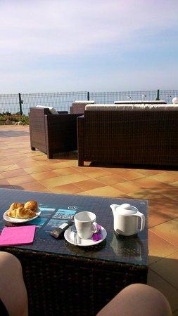 Hôtel Cala Di Sole : Le matin sur la grande terrasse de l hôtel