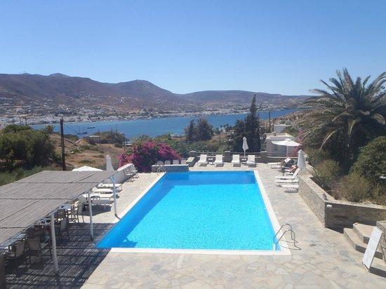 Akrotiri Hotel: Vue de la piscine
