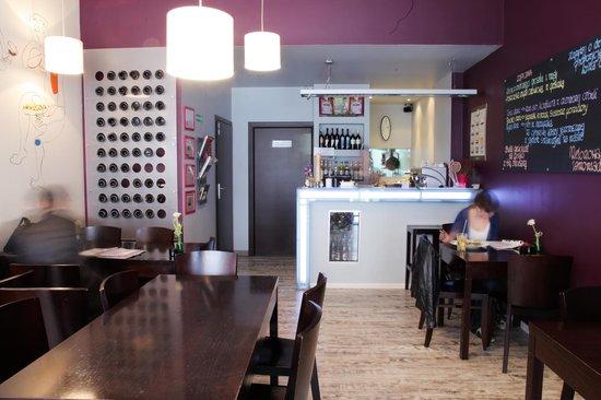 Manana Bistro & wine Bar: Indoor