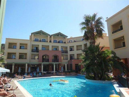 Samaina Inn Hotel : PISCINE