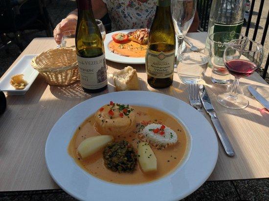 La Dent Creuse : my main course - salmon mousse with lobster sauce