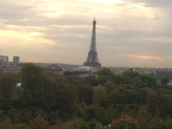 Hotel Brighton - Esprit de France: The Eiffel Tower View From Room 409