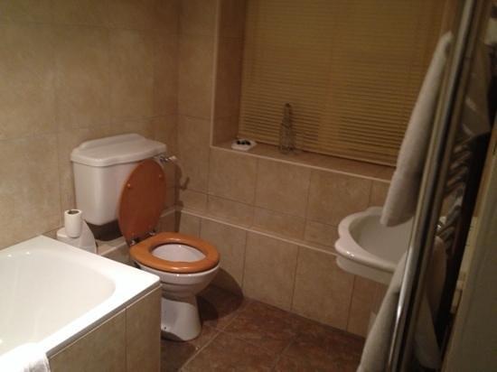 Inn The Square: bathroom