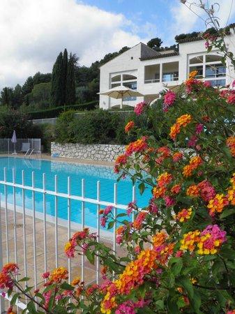 Villa St Maxime : Villa St. Maxime from the pool