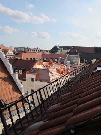 Platzl Hotel: Rooftop view from room 505.