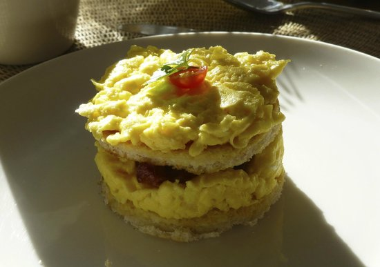 Trevoyan Guest House: scrambled eggs with bacon a la Trevoyan