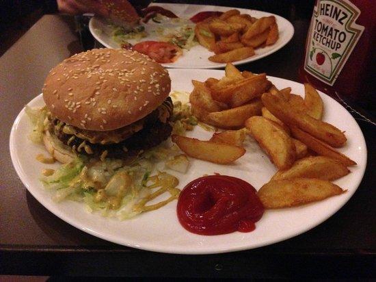 Sporvejen : Pinapple & curry burger