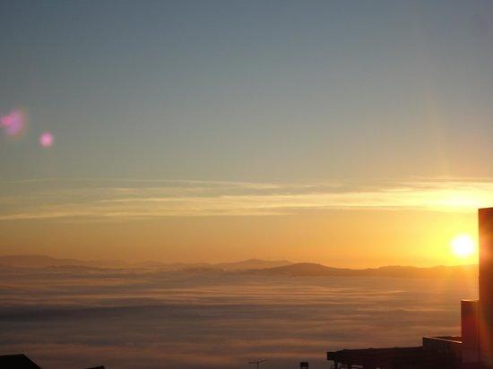 Solneve Hotel : nascer do sol visto do quarto