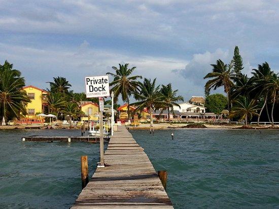 Tropical Paradise Hotel: Причал отеля