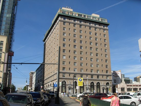 Moore Hotel: Hotel exterior