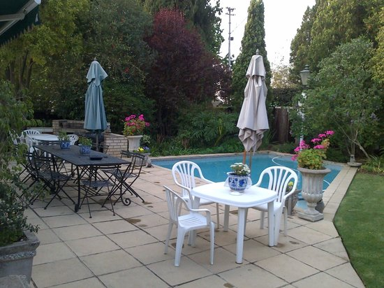 Rutland House: Relaxing garden view