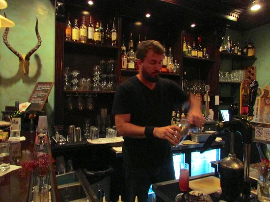Magpie: A Knowledgable Bar Tender