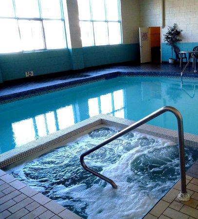 Algonquin Motor Lodge: Pool & Whirlpool