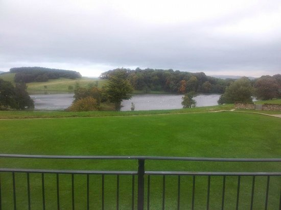 The Coniston Hotel Country Estate & Spa: View of the lake from the balcony