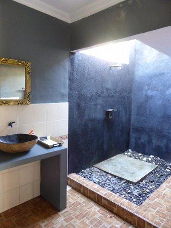 Damai Homestay: Bathroom at Damai