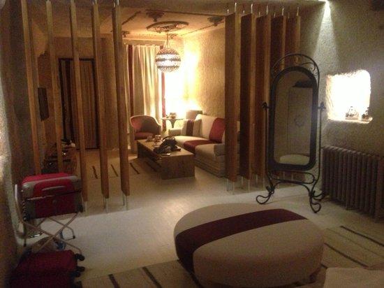 Hezen Cave Hotel: Sala familiare