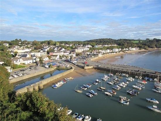 St Brides Spa Hotel: Both the restaurant and spa overlook Saundersfoot harbour and beach.