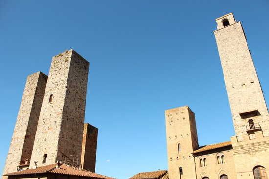 Piazza della Cisterna: San Gimignano Towers