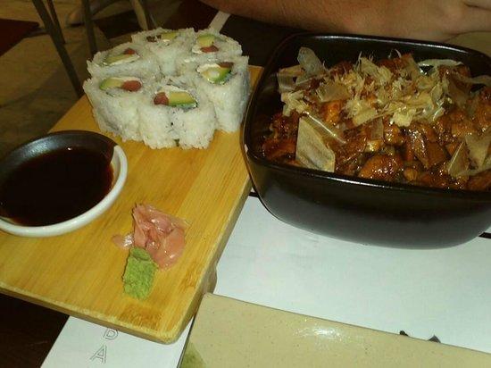 BCN Sushi Bar: Yakisoba + sushi