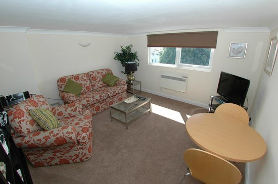Abbey House Apartment Hotel: Lounge 1 Bedroom Loft  Apartment