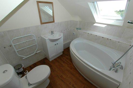 Abbey House Apartment Hotel: 1 Bedroom Apartment Bathroom