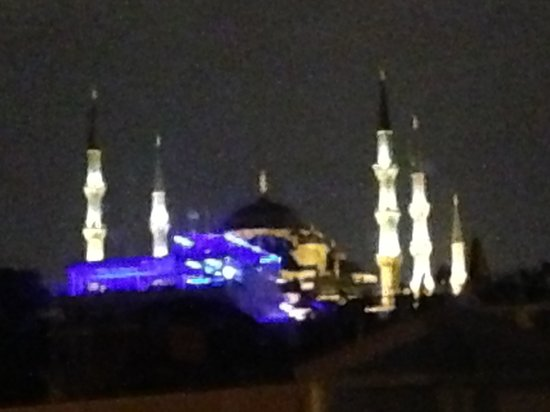 Kalyon Hotel Istanbul : View of the Blue Mosque from the window of our room