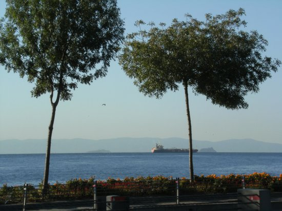 Kalyon Hotel Istanbul : A view of the Sea of Marmara from outside the hotel Kalyon