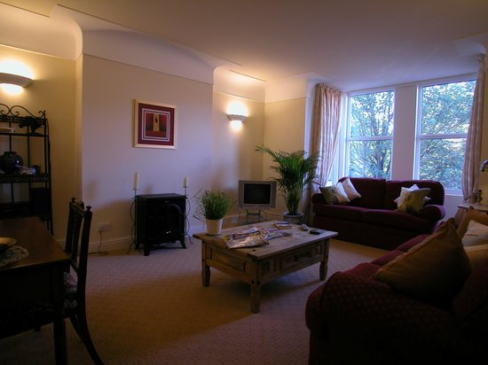 Abbey House Apartment Hotel: Loung 2 Bed Apart