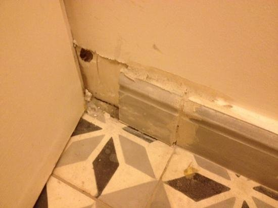 Etiolles Country Club : toilettes chambre 11