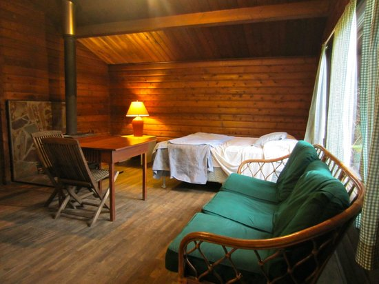 Kokee Lodge: main room of the cabin