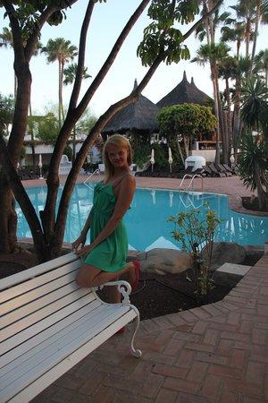 Hotel Jardín Tropical: теплый бассейн с видом на обеденное кафе