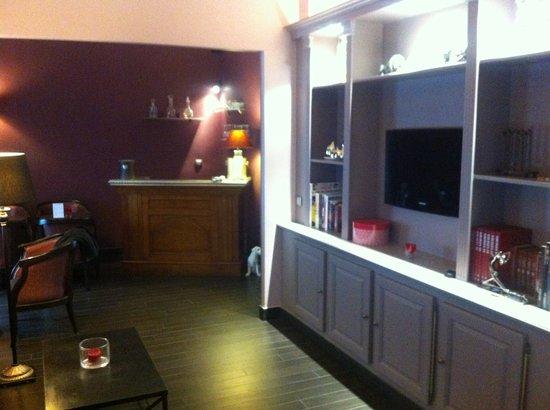 Hotel Donjon Vincennes : Lobby
