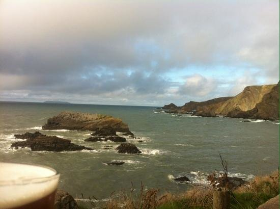 Hartland Quay Hotel: Beer with an amazing view