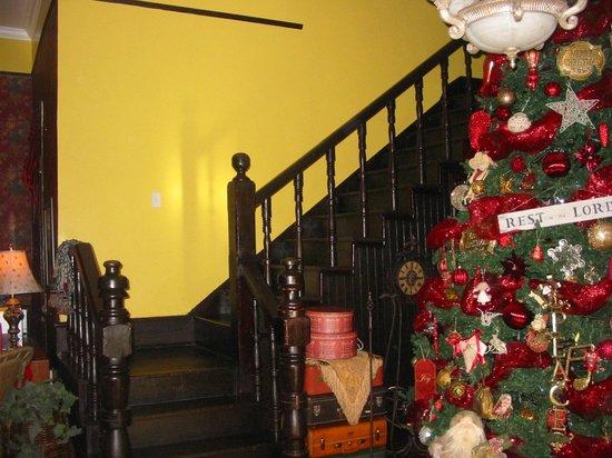 Garden Path Inn Bed & Breakfast: Lovely entryway.