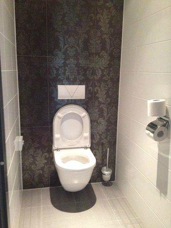 WestCord Fashion Hotel Amsterdam: Toilet room
