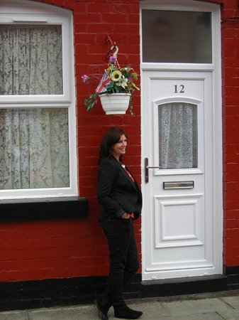 Jackie Spencer - BeatleGuide: Photo of Jackie at George Harrison's childhood home