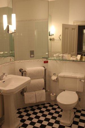 Ettington Park Hotel: Nice bathroom